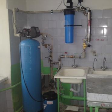 Система обезжелезивания и умягчения воды в магазине