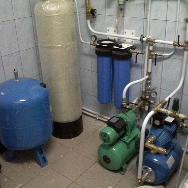 Монтаж бытовых насосных станций в коттеджах